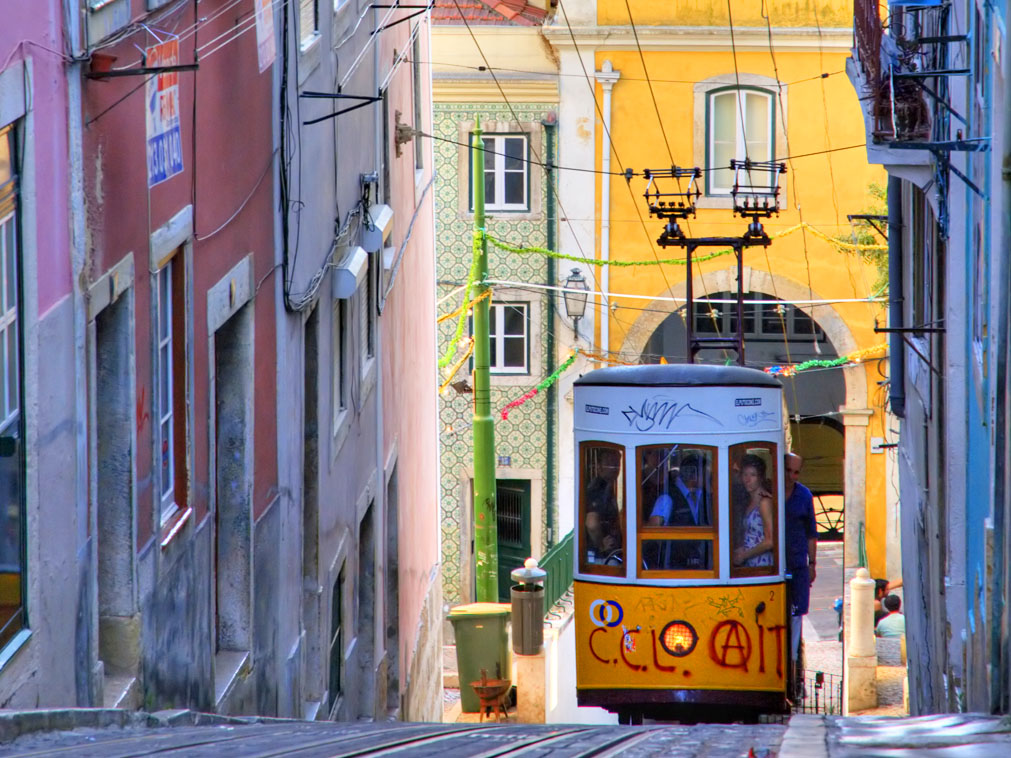 weekend groupe portugal lisbonne tramway